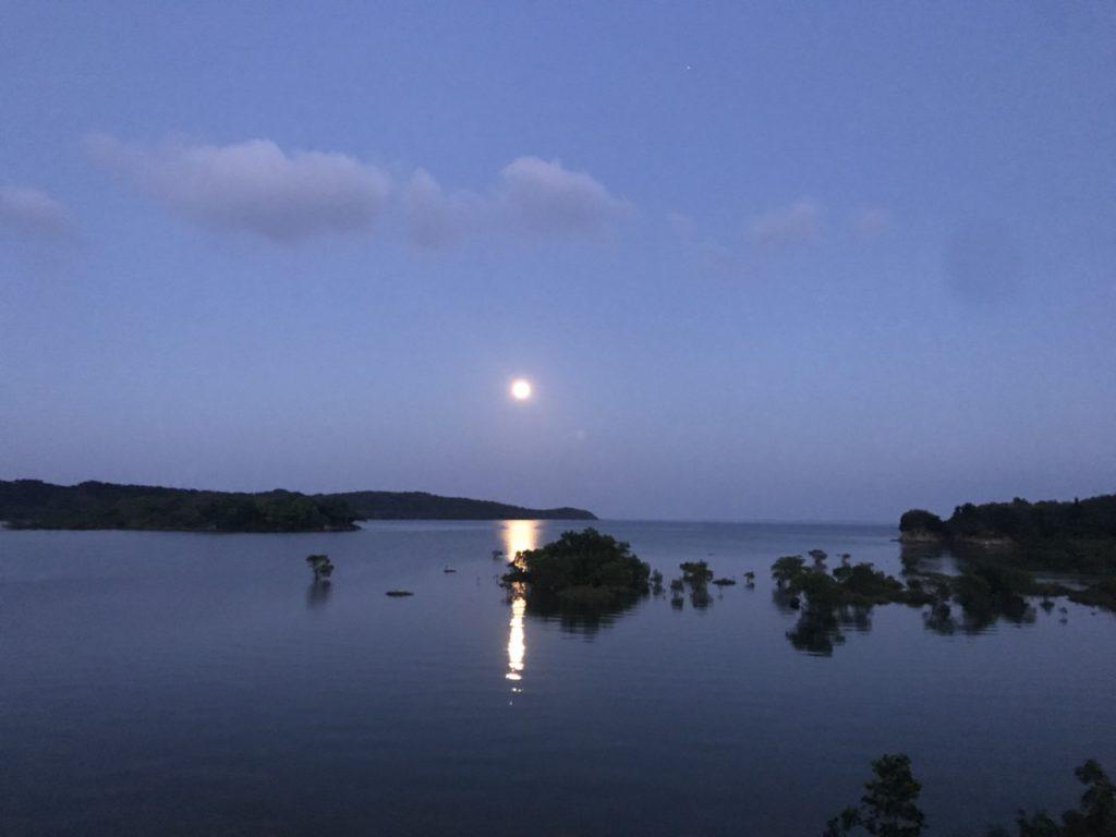 天気予報の石垣島を映す日本列島の絵